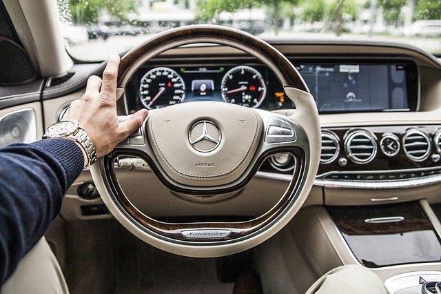 lái xe ô tô trong tăng tốc website